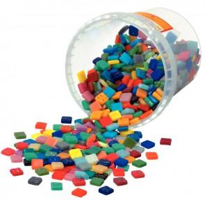 Seau de 1 litre de mosaïques smalt en pâte de verre. 10 couleurs assorties Dimensions : 1,2x1,2 cm